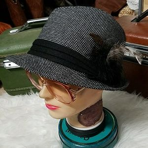 Feathered, FOREVER 21 fedora!